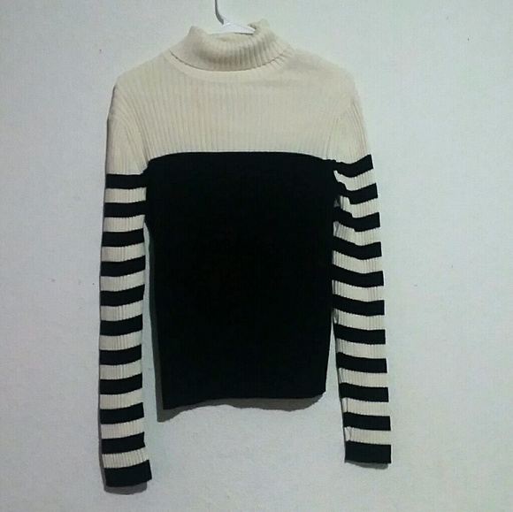 LOFT Sweaters - Ann Taylor Loft Size L Black and White Sweater